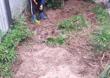 Копаем яму под септик на загородном участке Подмосковья